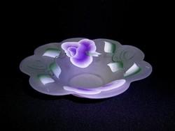 Különleges kézzel festett lila virágos opálos üveg kínáló tál, asztalközép