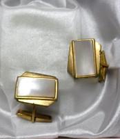 Gyöngyház berakásos aranyszínű mandzsettagomb az 1930-50- es évekből.