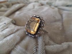 Fehér arany gyűrű citrinnel és gyémántokkal