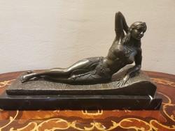 Fekvő nő,bronz szobor