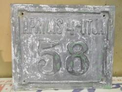 Április 4-utja alu házszám tábla. 19 x16 cm.