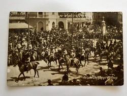 Régi képeslap 1913 lovas század felvonulása Bécsben