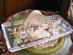 Különleges, nagyméretű, régi kristálytálca, WMF ezüstözött tortalapáttal és szalvétatartóval