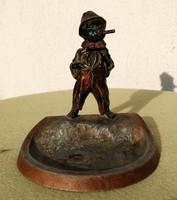 Cigiző csavargó hamuzó fém Ausztria, Austria, Bécsi darab, festett szbor feje bológat!
