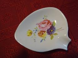Aquincumi porcelán hamutál, hossza 10 cm. Virágcsokorral a közepén.