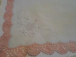 Két db szép, antik, horgolt szegélyű batiszt zsebkendő, azsúrozott