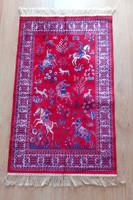 Csodaszép vadászjelenetes faliszőnyeg. szőnyeg. 112x68 cm