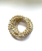 Törtfehér tekla gyöngyökből és kristály gyöngyökből készült többsoros rugalmas karkötő karperec