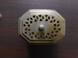 Nyolcszög alakú áttört mintás fémdoboz, ékszertartó, szelence