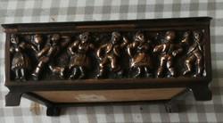 Tevan Margit régi iparművész fémműves doboz.