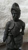 Antik hibás páncélos katona szobor