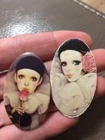 Két régi női arcképes bross