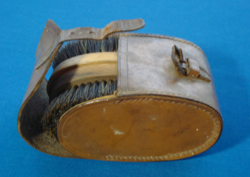 2 DB antik lókefe, kutyakefe ovális bőr tokban