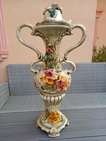 Capodimonte kétszeresen ívelt füles fedeles rózsás váza
