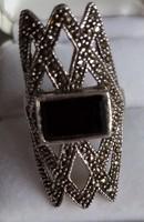 Ezüst gyűrű onix, markazit kővel