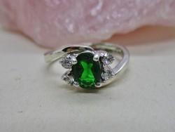 Szépséges ezüst gyűrű csiszolt kövekkel