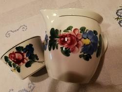 Kézzel festett Wilhelmsburger rózsás porcelán hasas bögre, csupor és kis tálka együtt