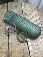 Antik szemüveg tokkal
