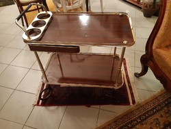 Aranyozott zsúrkocsi szervirozó asztal