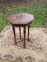 1 ft os aukció. Antik intarziás asztalka vagy virág, szobor álvány.