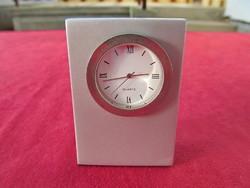 Asztali óra (7 x 5 cm, filc talp, Quartz, órarész kivehető)