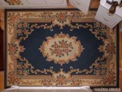 Vastag, puha gyapjú szőnyeg , impozáns színekkel, karakteres, mégis visszafogott