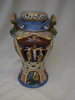 Antik majolika váza, kidomborodó vallási díszítéssel. 47 cm.