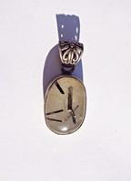 Világos kő, fekete csíkokkal, 925-ös medál