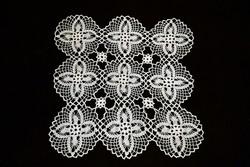 Horgolt csipke terítő kézimunka 33 x 33 cm