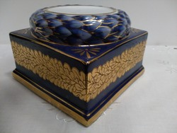 Porcelán posztamens