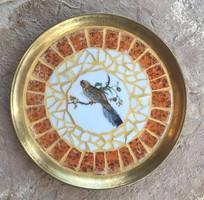 Egyedi ajándék: Antik sárgaréz tálca hollóházi madaras porcelán mozaik falidísz