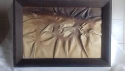 """Organikus mintázatú """"őskori"""" bőrkép, 41x29 cm méretű, pácolt fakeretben"""