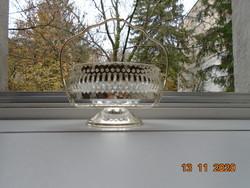 Ezüst színű, áttört filigrán mintás talpas kosár üveg betéttel