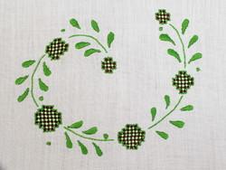 Zöld mintával díszített szalon asztalterítő, abrosz
