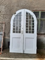 Antik boltíves bejárati ajtó kapu