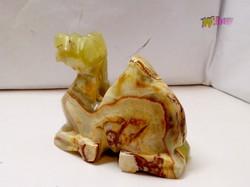 Élénk zöld jade kőből faragott térdeplő dromedár. Egyedi antik ritkaság.