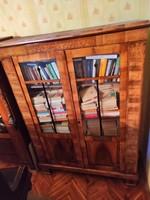 Intarziás könyves szekrény