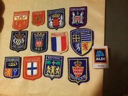 12 db felvarrható retró francia szuvenír címer: Avignon, Carcassonne, Marseille, stb.