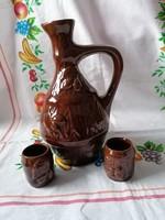 Kerámia pálinkás készlet 2 db pohárral (barna szilvás)