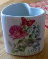 Szív alakú  csésze  9 x 9 cm