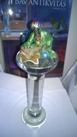 Kirakati-látvány posztamens üvegből