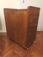 GURULÓS, TETEJÉN PULTOS, EREDETI IRATTÁROLÓ 85 cm magas antik szekrény komód könyv irat lemez kotta