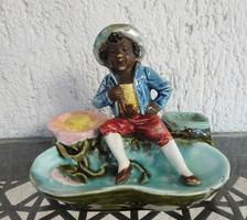 Antik jelzett figurális majolika asztalközép