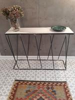 Kecses vasvázas konzolasztal, kerámia asztallappal