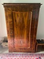Biedermeier, restaurált, polcos ruhásszekrény eladó