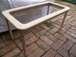 Dohányzóasztal / Dohányzó asztal - Üveglappal /