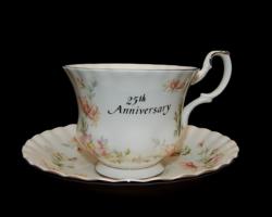 Royal Albert 25 -ik évfordulós TEÁS szett akár párban is, amíg megvan mindkettő.