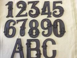 Házszámok és betűk öntöttvas