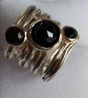 Izraeli ezüst gyűrű onix kővel
