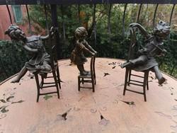 Játszadozó gyerekek - bronz szobor műalkotások